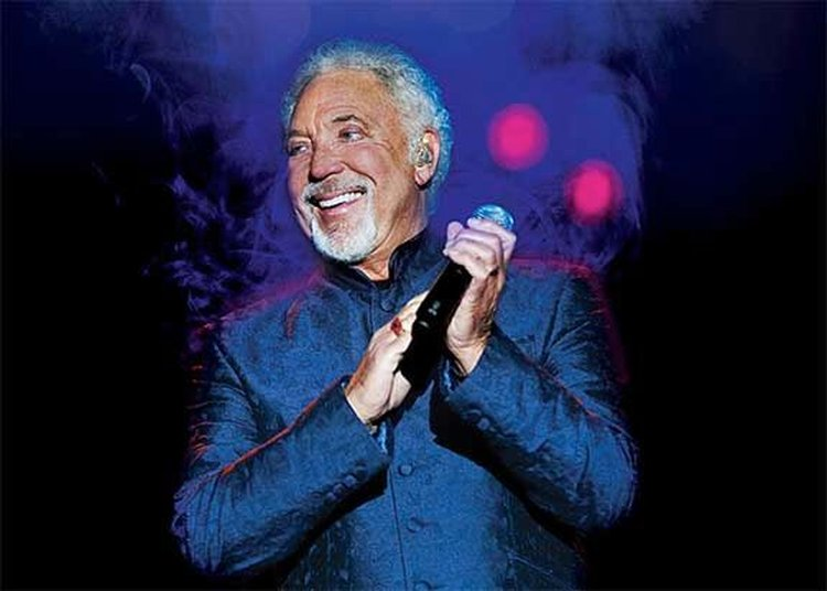 Throwback Thursday; Crooner Tom Jones Can't Compete With a Diamond-Gifting Rival