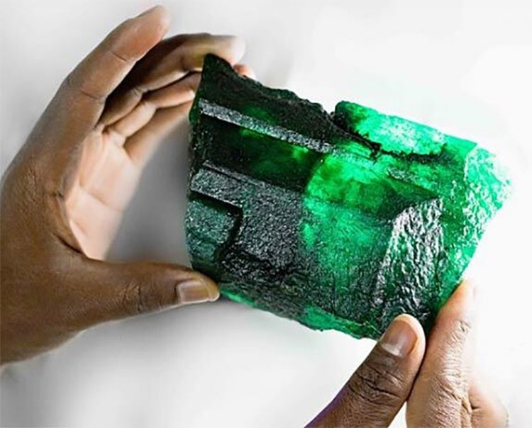 WOW! A 5,655-Carat Zambian Emerald Crystal With Remarkable Color and Clarity