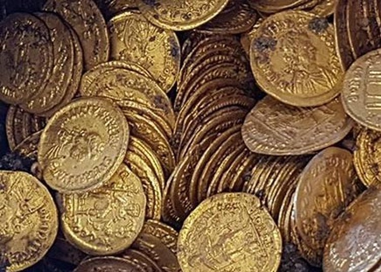 Italian Archaeologists Discover 100s of Roman Gold Coins Dating Back 1,500 Years