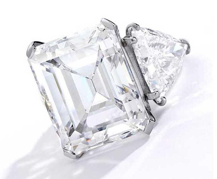 Barbara Sinatra's 20.6 Carat Engagement Ring Tops 'Lady Blue Eyes' Collection at Sotheby's