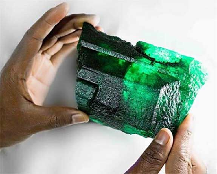 'Inkalamu,' a 5,655-Carat Rough Emerald Crystal, Makes High-Profile Debut in Delhi